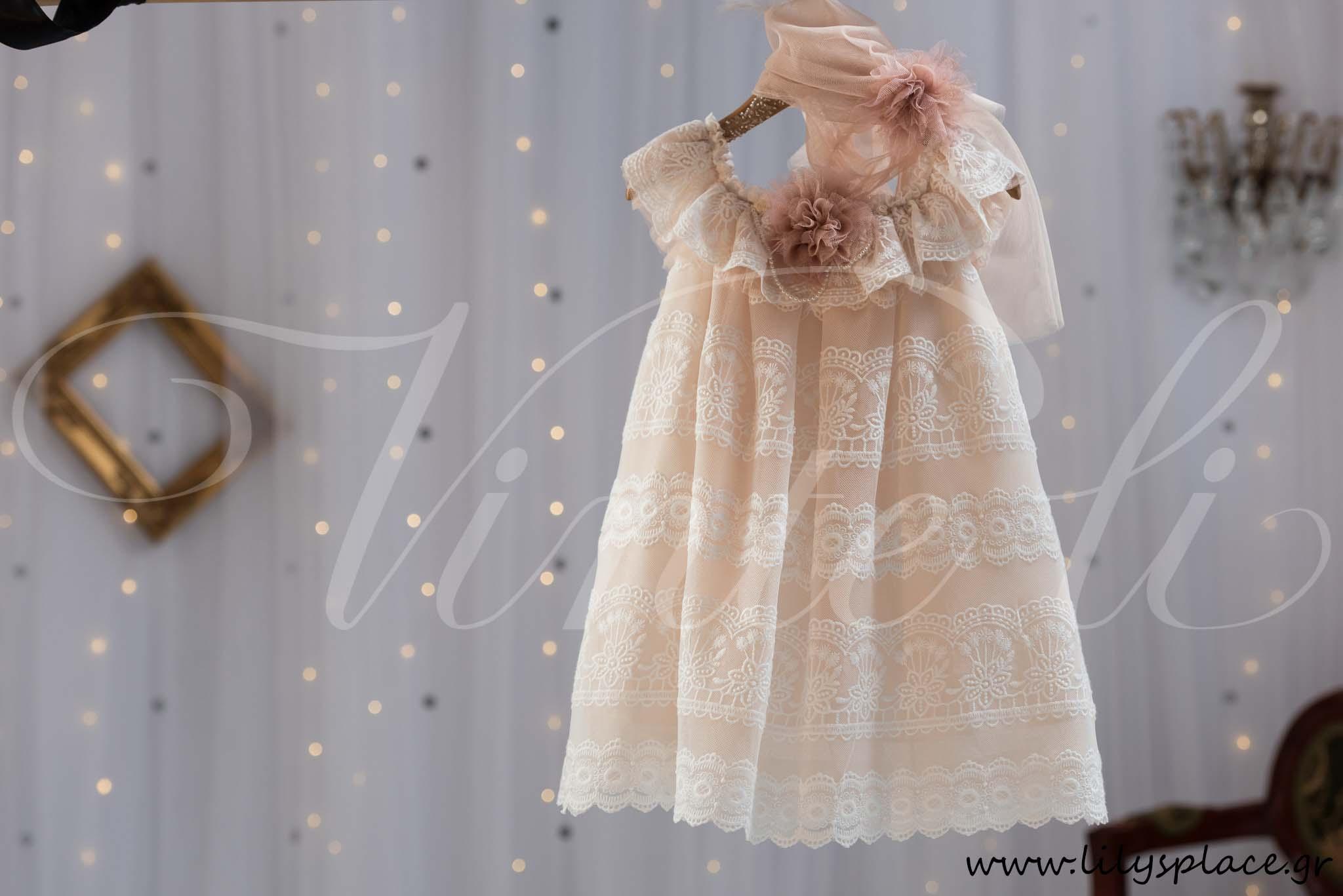Φόρεμα βάπτισης με δαντέλα Vinte li