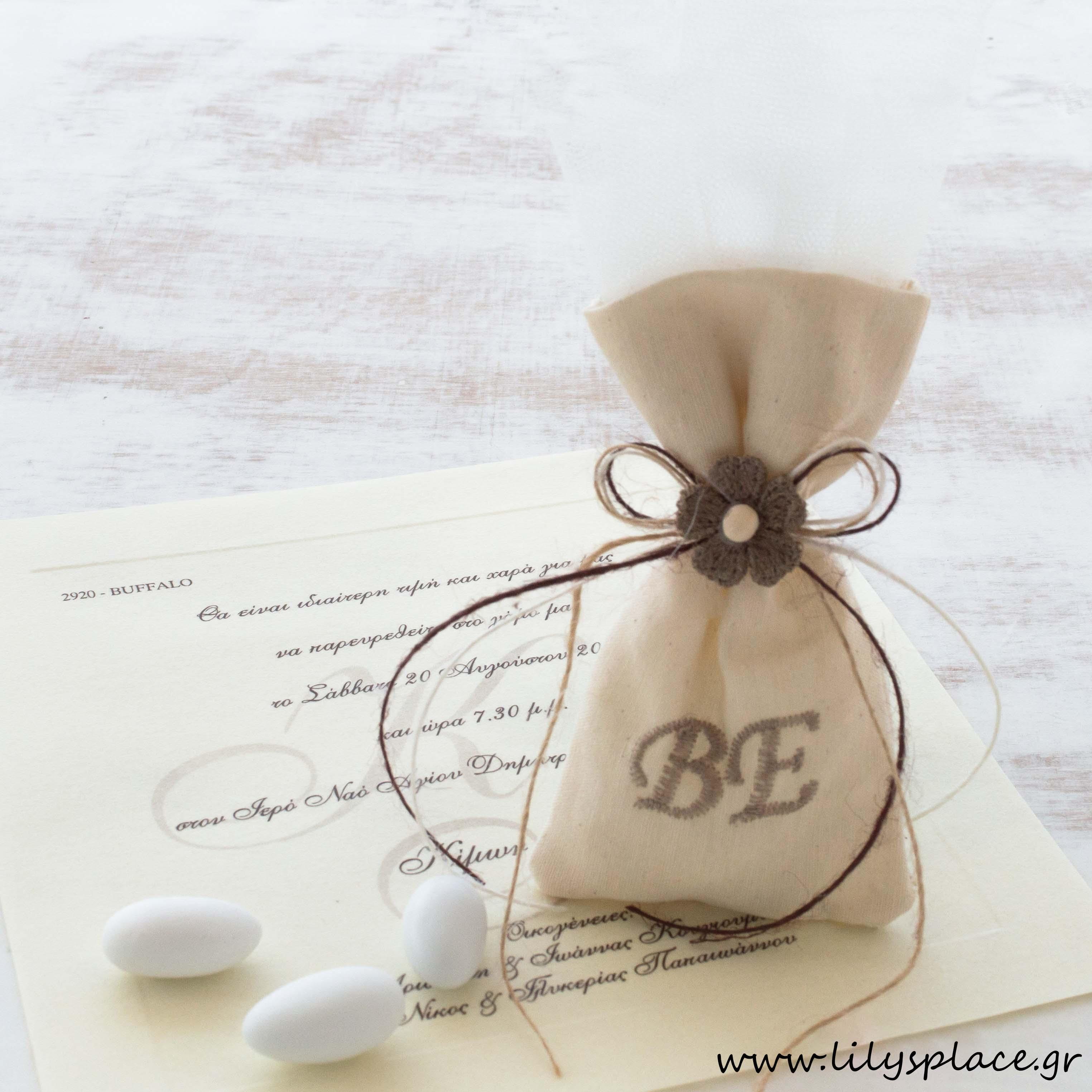 Μπομπονιέρα γάμου πουγκάκι με μονογράμματα