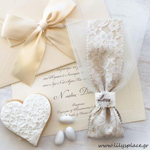 Μπομπονιέρα γάμου με διακοσμητικό love